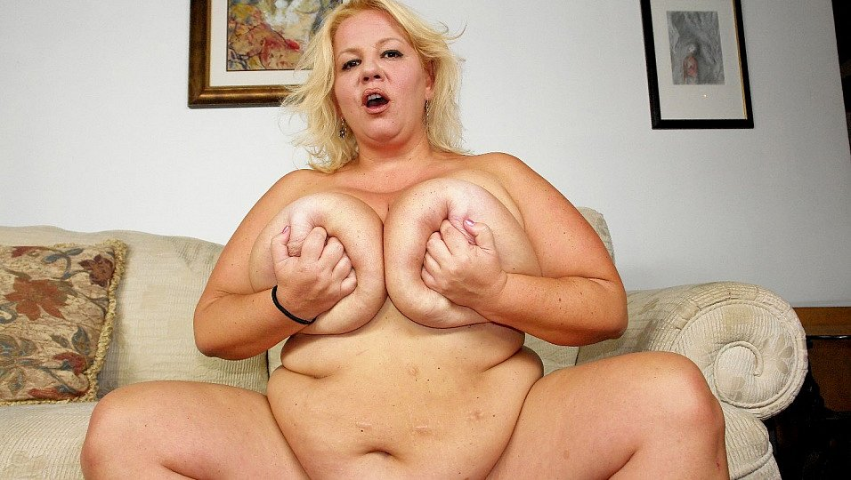 Fat bigtits slut wonder tracy giving a blowjob and getting fucked